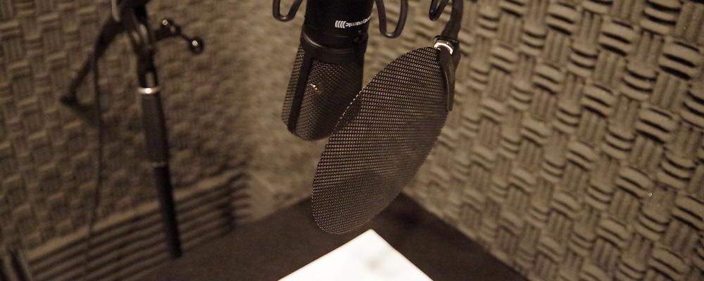 収録は全てスタジオで行っております。統一された聴きやすい音質で制作を行っております。